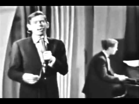JOHNNY RAY - The Little White Cloud That Cried (LIVE)