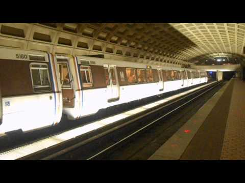 DC Metro (WMATA): Largo bound Blue line train at Farragut West
