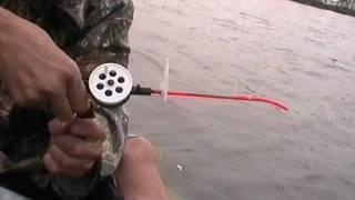 Ловля окуня на зимнюю удочку из под лодки осенью.