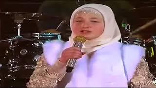 Дочь Рамзана Кадырова поет Нашид - О Посланник мир тебе 2015.mp4