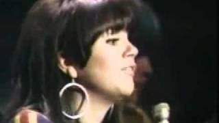 Linda Ronstadt - Different Drum (lyrics)