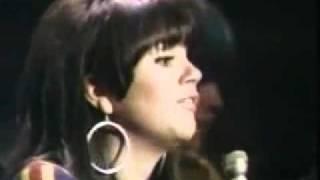 Linda Ronstadt - Different Drum (lyrics)