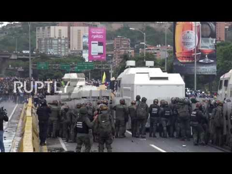 Venezuela: Riot police clash with anti-Maduro protesters in Caracas