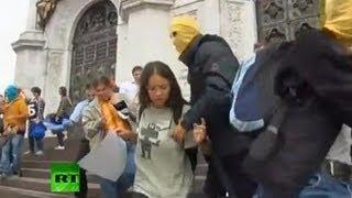 Разгон сторонников Pussy Riot(Cторонники Pussy Riot устроили у Храма Христа Спасителя акцию в поддержку участниц панк-группы, находящихся..., 2012-08-15T13:04:56.000Z)