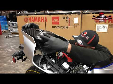 download 2018 Yamaha R1 M & R1 | Unboxing