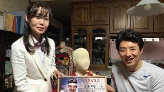 日本文化の象徴「着物」の新たな形、「車いす着物」。 着る人の身体に負...
