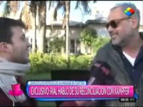 El primer beso público de Jorge Rial y Agustina Kämpfer