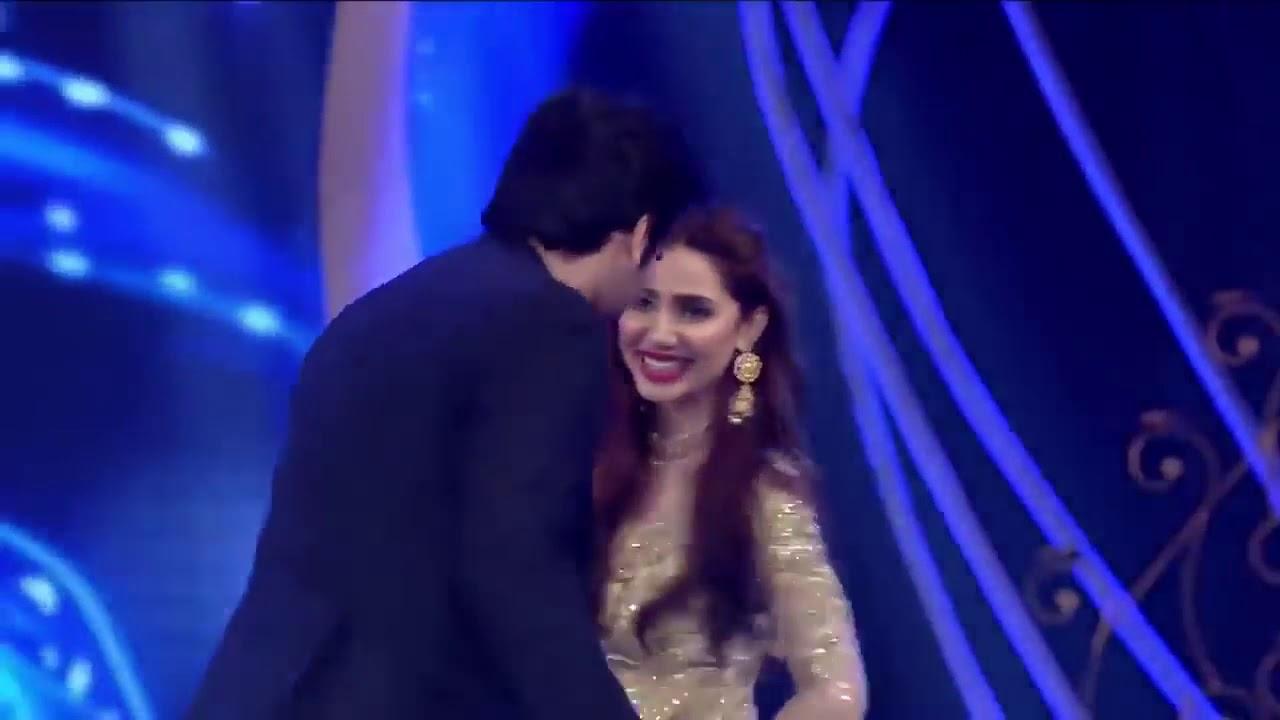 Download Mahira Khan Dance with Shahrukh khan (Pakistani)