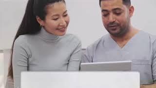 هذا الطبيب لم يكن يعلم أن هناك كاميرا مراقبة في غرفة الكشف ، انظروا ماذا فعل