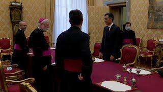 Sánchez se reúne en el Vaticano con el secretario para las Relaciones con los Estados