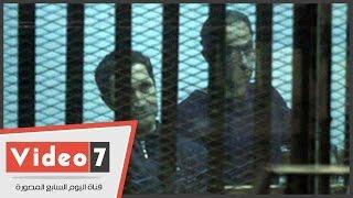 """بالفيديو..جمال وعلاء داخل القفص الزجاجي فى نظر استشكالهم على حبسهم بـ""""القصور الرئاسية"""""""