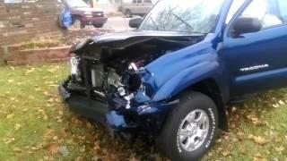CAR ACCIDENT 2016 BAD CRASH 2 TRUCKS THE GUY RAN AWAY FLED THE SCENE