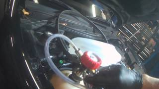 VW A4: Cooling System filling using vacuum (quick demo)