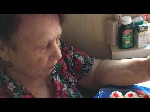Бабушка 👵 пробует