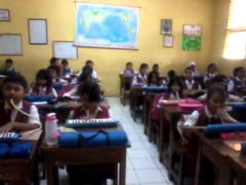 Akhmadi-SDN Kalisari 03 pg-latihan musik dikelas iV-Bungong jeumpa