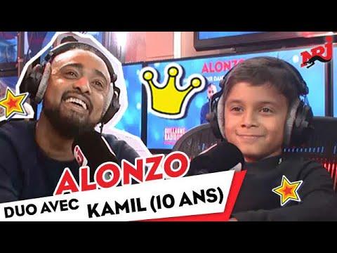 Alonzo chante avec Kamil, 10 ans, sur