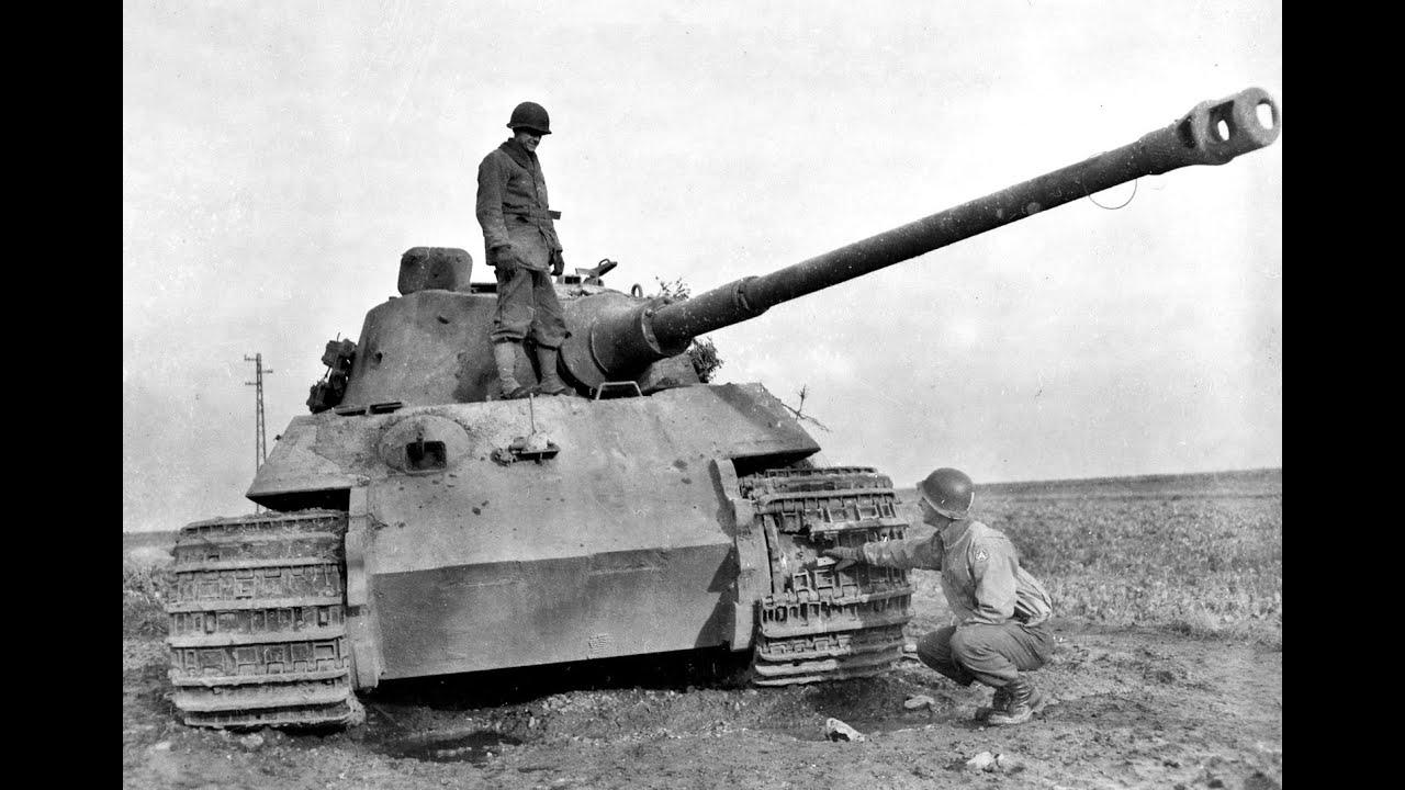 Танк Тигр II обстреливают бойцы союзных войск из трофейных панцерфауст и фаустпатрон King Tiger
