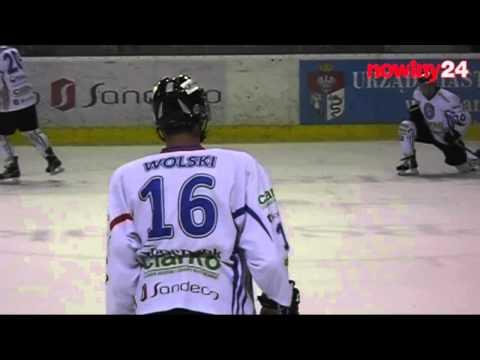 Wojtek Wolski w meczu z JKH GKS Jastrzębie