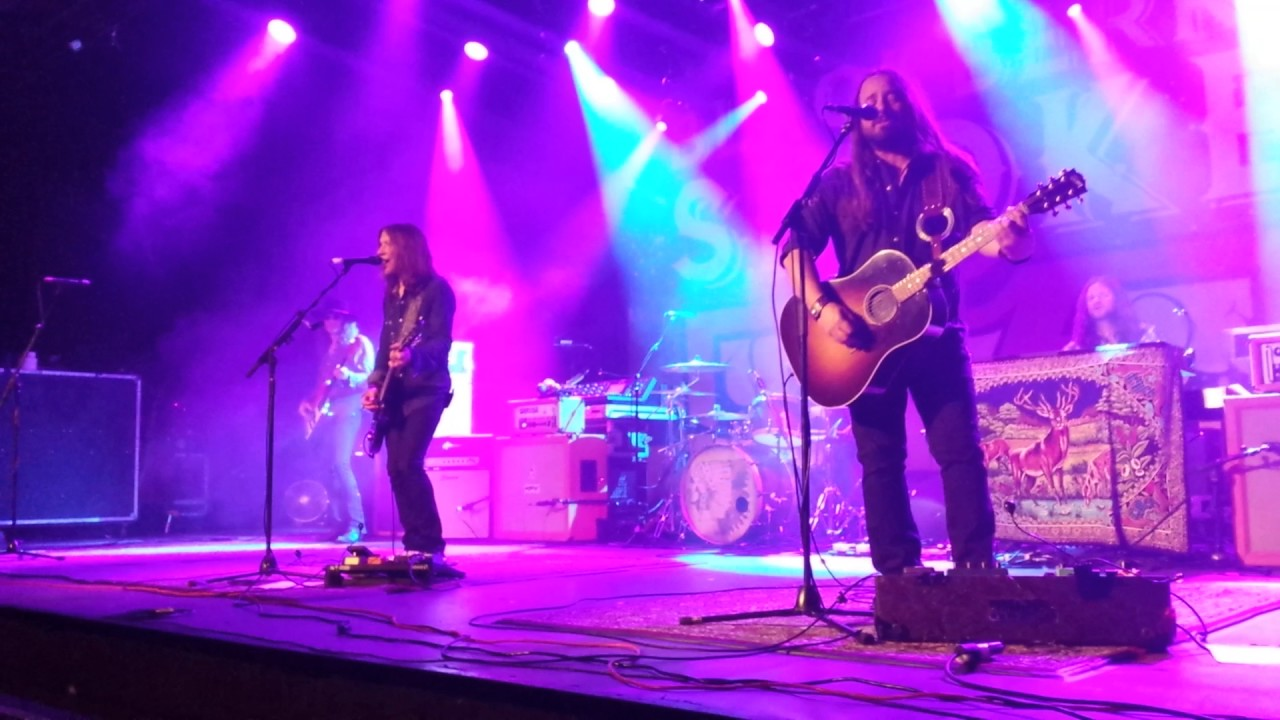 blackberry smoke 39 s one horse town youtube. Black Bedroom Furniture Sets. Home Design Ideas