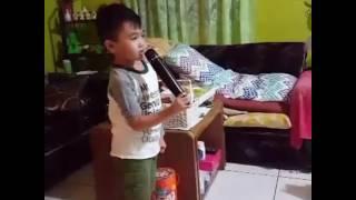 5 year old singing 21 Pilots 'Heathens' karaoke
