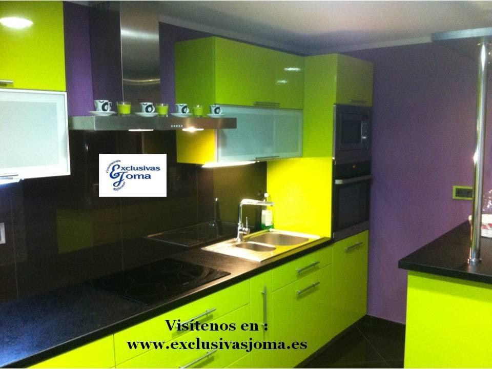 Muebles de cocina en verde pistacho alto brillo y encimera