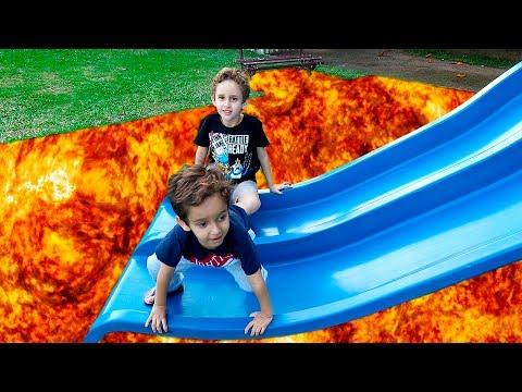 Crianças Brincando de O Chão é Lava no Parquinho