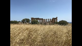 How did the Greeks and Romans build colossal temples?