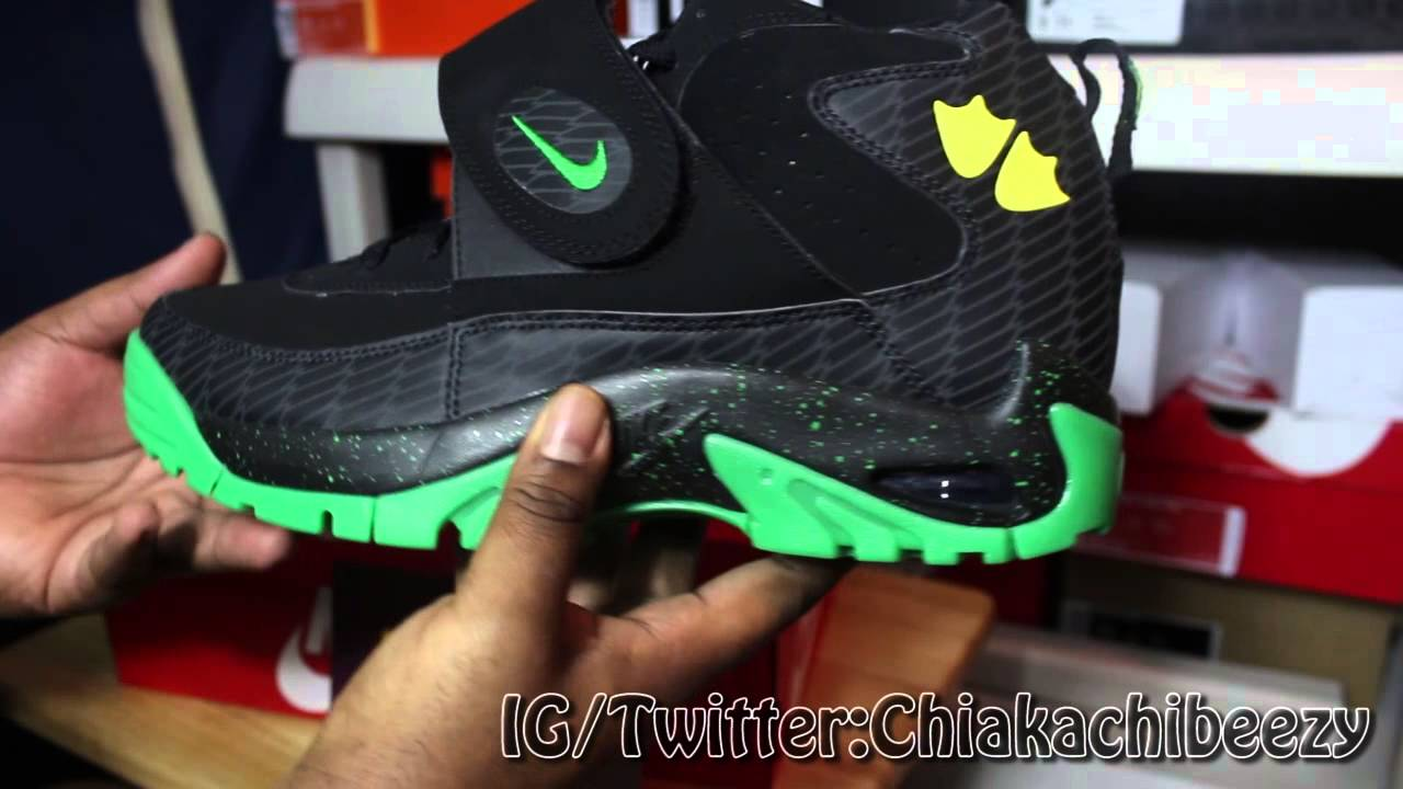 98ae8979b3 Lebron xi Everglades and Air Mission Oregon Ducks Sneaker Review @Renarts -  YouTube