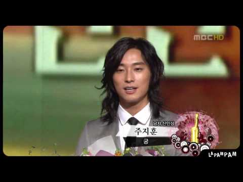 Download JooJiHoon wins best newcomer at mbc awards 2006