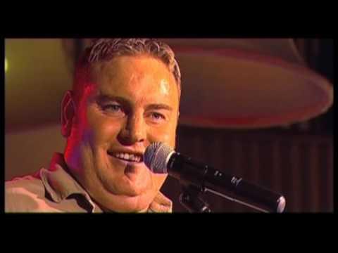 Zak van Niekerk - vertel n Storie (LIVE) (OFFICIAL VIDEO)