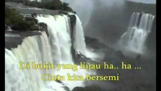 DI PUNCAK BUKIT HIJAU   JAYANTI video