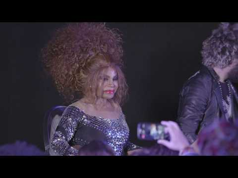 Na Pele - Elza Soares - A Voz e a Máquina (YouTube Black Brazil)