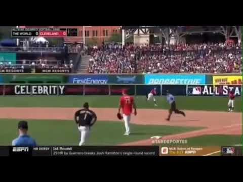 Daddy Yankee dando Triple💥 al Béisbol