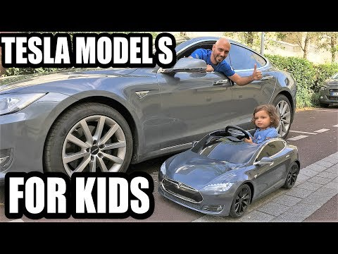 Tesla Model S for kids (Radio Flyer): ¡a Chloé le encanta!