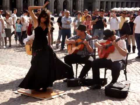 Beautiful girls dancing flamenco in Plaza Mayor, Madrid  España