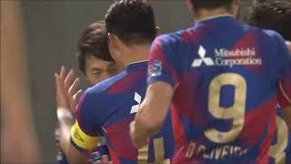 右サイドを駆け上がった室屋 成(FC東京)が強烈なシュートでニアを撃ち...