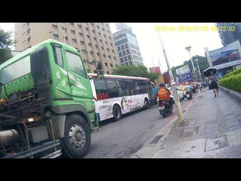 107/07/23 汐止COSTOC往南港方向 上午09:22車禍+計程車擋住機車上橋路線