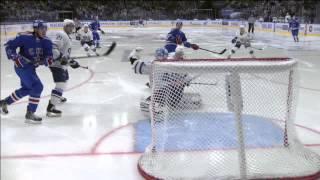 Лазушин тащит бросок Коскиранты / Lazhushin places the glove on the puck's way to the net