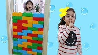 ELİF ÖYKÜ RENKLİ BLOKLARIYLA DUVAR ÖRDÜ - My Sister Wall Joke Fun Kid Videos