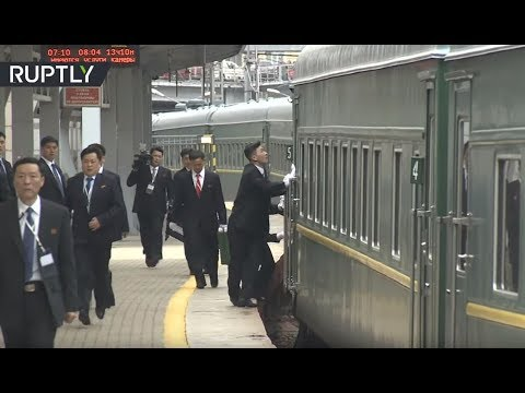 شاهد كيف تصرف حراس كيم لحظة وصول قطاره المصفح إلى فلاديفوستوك  - نشر قبل 4 ساعة