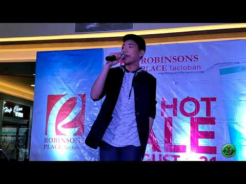Darren Espanto sings Despacito at Robinsons Place Tacloban (08-11-2017)