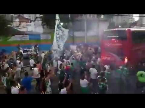 Série C - Torcida do Guarani acompanha saída do Ônibus