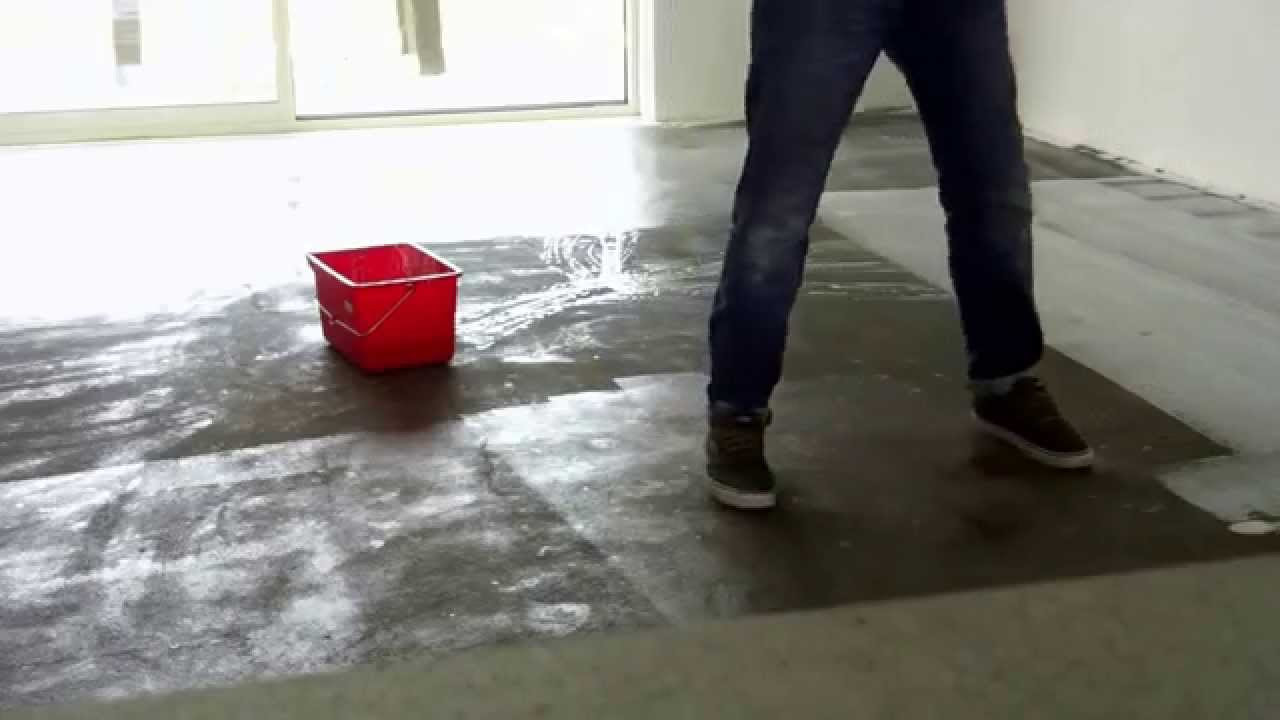 Betonlook pu gietvloer het aanbrengen van de epoxy primer youtube