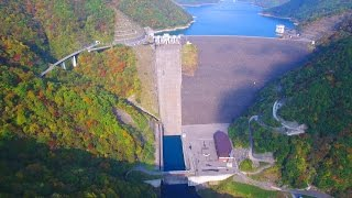 徳山ダムの紅葉 4K空撮