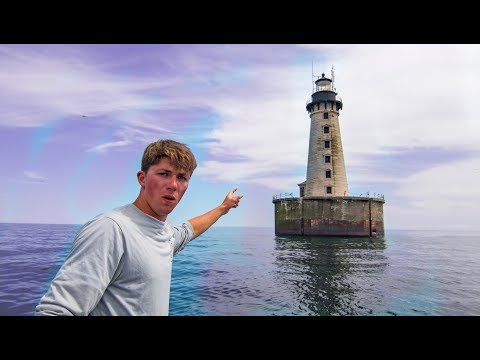 Exploring An Abandoned Light House From The 1800's (VERY Creepy)