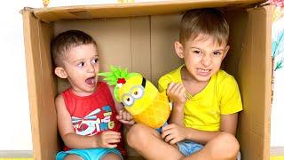 Руслан собирается показать как играть с Маленьким | История Забавных Детей | Скетч на Romariki Play