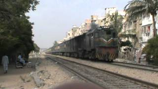 SUKKUR EXPRESS REACHING KARACHI 19-08-2012 .