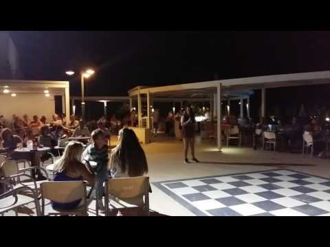 Hotel Minos Mare Beach Rethymnon karaoke 2017 -Lucia zingt cover To make you feel my love van Adele
