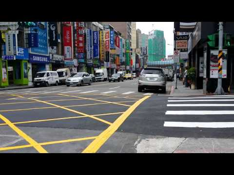 20141022 How Luxury SUV Owner Drive in Taipei City