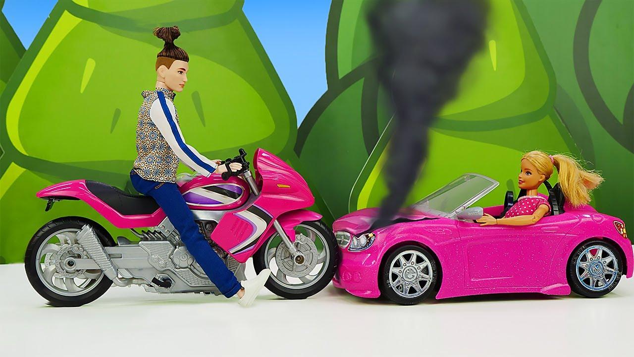 Qué ha provocado un despiste de Barbie... Muñeca Barbie en español. Videos para niñas